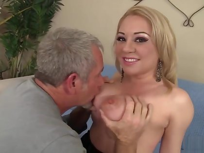 Jessie Parker Enjoys And Older Man