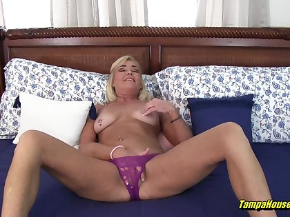 Ms Paris Loves be proper of Voyeurs to Watch Her Cum and Pee