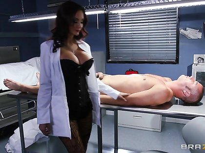 Hardcore fucking on dramatize expunge chairwoman with fake boobs Ava Addams