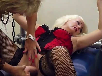 Full-grown british pussylicking lesbian in lingerie