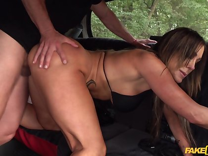Seductive show-off Aubrey Louring does the deed all round the back of a cab