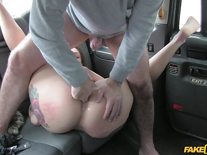 Big ass woman gets laid with the saleable cab driver