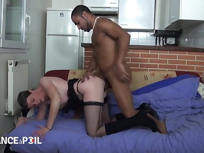 Older French whore fucks young black pervert - Video Po