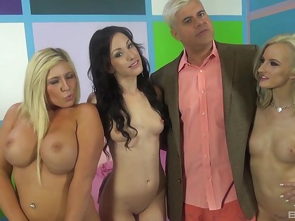 Group sex corps with cock hungry pornstar Jennifer White. HD