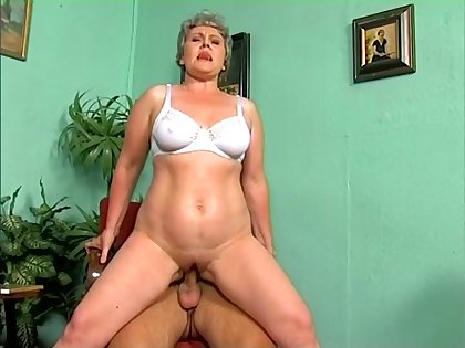 Lewd grey haired bitchie mature battle-axe rides chunky blarney upstairs top