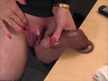Hot gilf rubbing her big clit with gummy detect