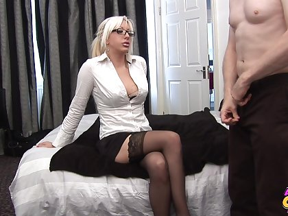 Blonde cougar needs the barely satisfactory inches to suit her dirty needs